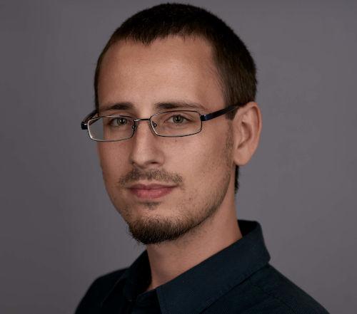 Imagen de perfil antigua de Juan para la bio en el sobre nosotros